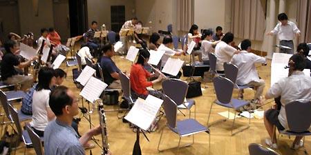 常任指揮者金山さんによる練習風景